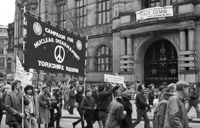 CND march going past Sheffield Town Hall, 10 April 1982