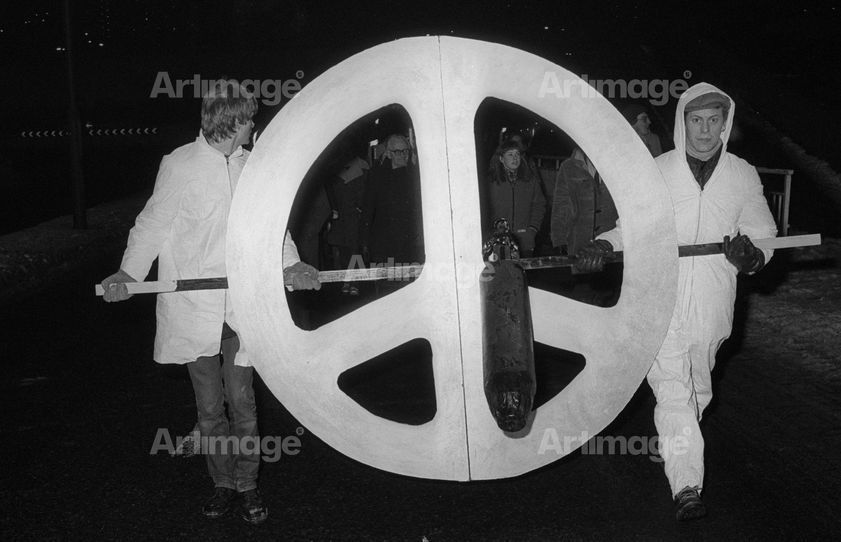 Enlarged version of CND torchlight march, Sheffield, 17 December 1981