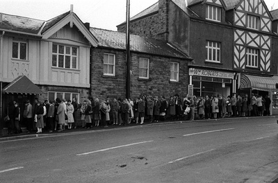 Queueing for jobs in a pub, Sheffield, 7 February 1983