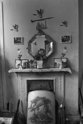 Living room of William Neilson, Byker, 1971